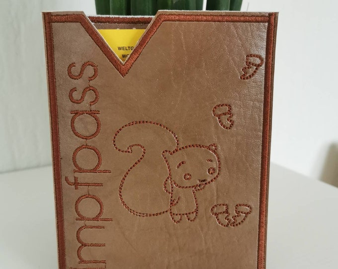 Imitation passport cover made of artificial leather with embroidery / vaccination certificate / embroidered / vegan / lined with cotton (woaded goods) / Ginko / squirrels