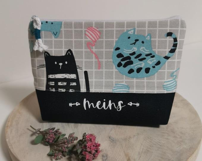 Cosmetic bag / Medicine bags / Make-up bag / Toiletry bag / Pencil case / Knick-knacks / Cats