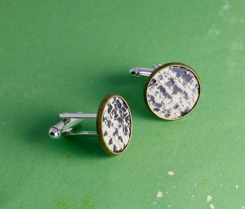 Cuff buttons with leather snake skin black