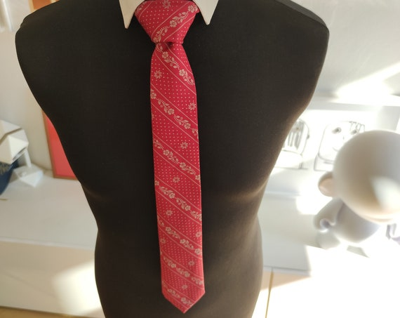 Tie / Men's Accessory / Accessory / Tie / Red / Flowers