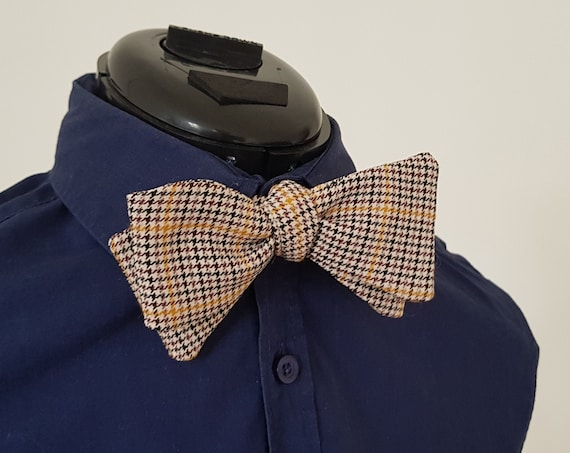Fly to tie, bow tie to bind