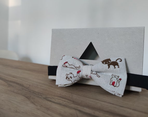 Bow tie with cat / accessory / men's bow tie / linen / gift idea / gift for him / green bow