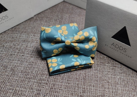 Set bow tie and pocket cloth bow tie and handkerchief, green with flowers