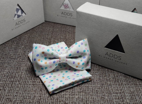 Set bow tie and pocket cloth bow tie and handkerchief, white with colorful dots