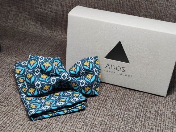 Set bow tie and handkerchief bow tie and handkerchief, dark with pattern