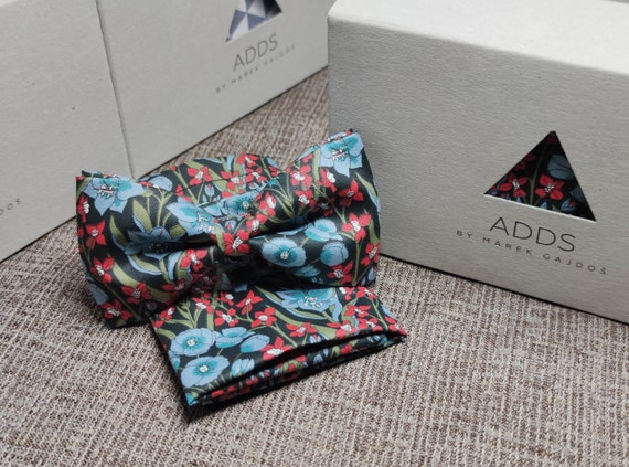 Set fly and scarf bow tie and handkerchief, Dark with flowers