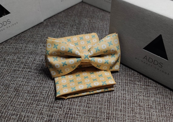 Set fly and pocket towel bow tie and handkerchief, yellow with pattern