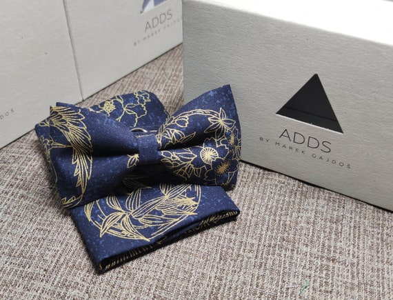 Set fly and pocket towel bow tie and handkerchief, Dark with golden flowers
