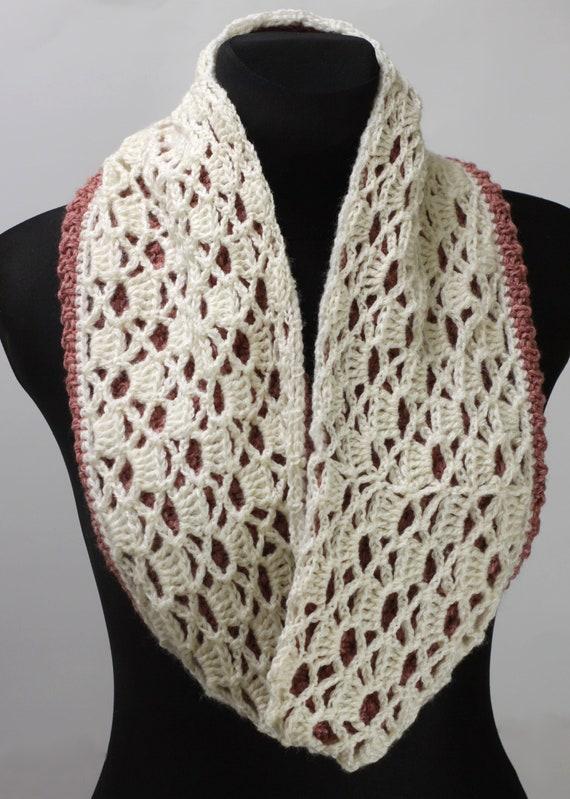 ca94f6a0f5557 Snood réversible le crochet châle rose avec dentelle   Etsy