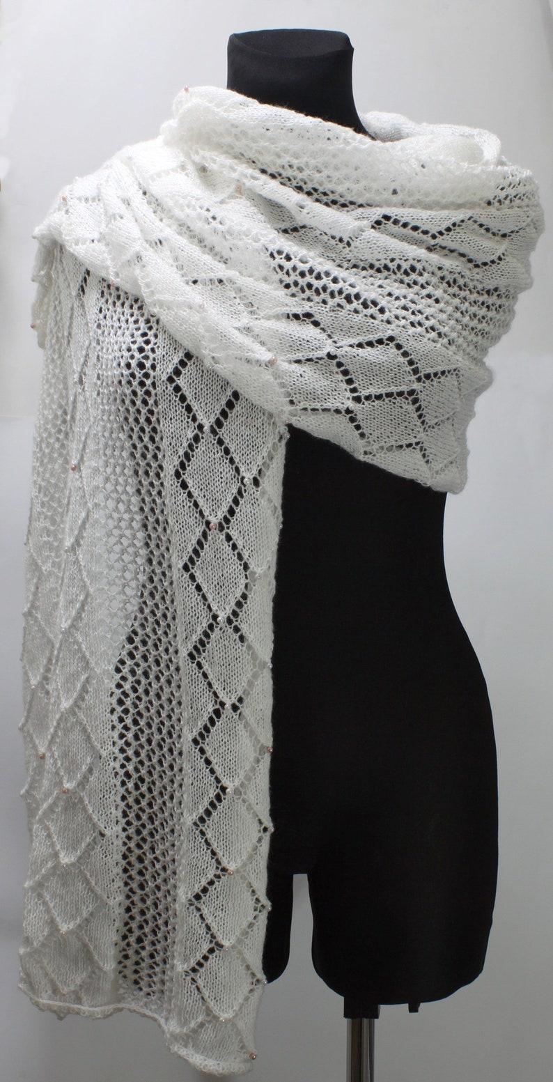 961c9c9c60 Ażurowy szal dziergany na drutach biały duży lekki szal z