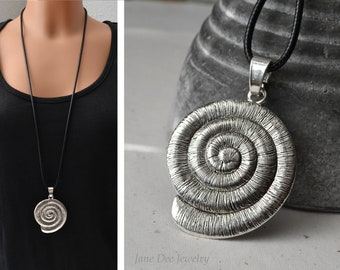 Long chain with large screw pendant antique silver colours