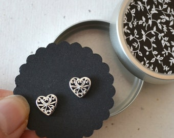 Ear studs heart shape, tendril ornaments, with decorative boxes tendril ornaments black and white