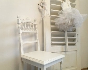 antique chair, old wooden chair, oak, white, shabby chic look, vintage, brocante, country house, antique furniture