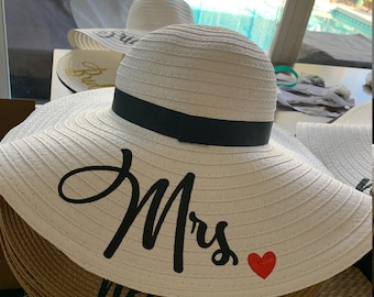 Wifey Bride Extra Large Floppy Beach Sun Hat Bachelorette Wedding Party  Bridesmaids Gifts Customizable Hen Gift Bach and Boozy Squad Custom 06225a9a4b51