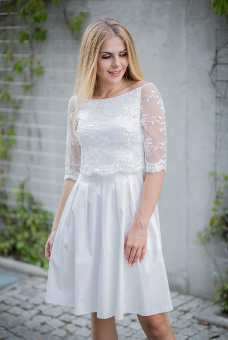 18dfb3b55ab7 Corto abito da sposa bianco camicetta di pizzo pizzo manica