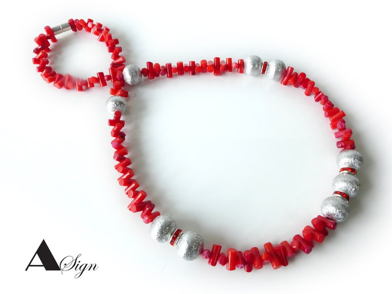 A Sign* Red Tringle* Coral Rods /& Aluminum Beads and Crystal Glass Rondelle Women/'s Necklace RedSilver Magnet Closure