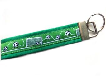 Schlüsselanhänger Schlüsselband Geschenkidee Mitbringsel Wollfilz Fußball Tor