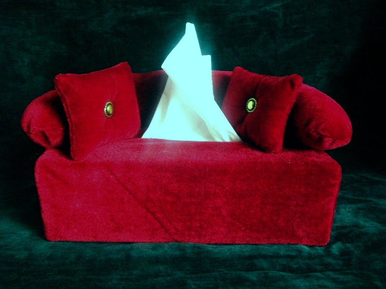 Handkerchief sofa in red velvet sleeve for cosmetic wipes Box image 0
