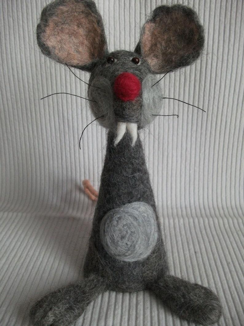 Egg warmer rat made of felt image 0