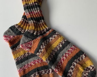 hand-knitted women's socks size 40 /41 (170 ) earth tones