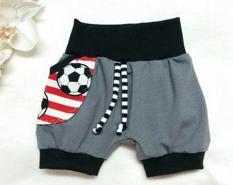 kurze Baby Pumphose im Fußball Design Bunt