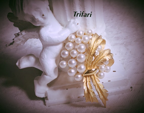 Vintage Signed TRIFARI Faux Pearl Floral Spray Bro