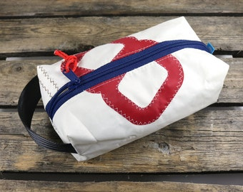 Toilet bag from sail recycling