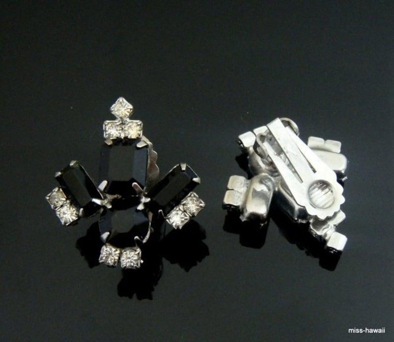 50 /'s French jet black Crystal Fleur de Lys design /& form Clip Earrings Earrings 3 x 2.5 cm-Black crystal clip earrings from the 50s