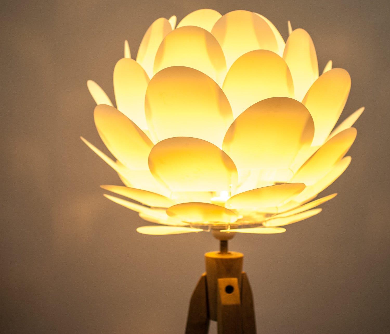 tripod stehlampe dreibein retro 60 70iger design holz etsy. Black Bedroom Furniture Sets. Home Design Ideas