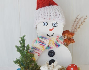 Schneemann aus Birkenholz, handgemacht, handbemalt, mit Schlitten und Engel, Advents- und Weihnachtsdeko