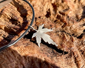 Delicate fan maple leaf made of 925 silver