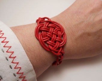 Celtic knotted leather bracelet of eternal love, lover's bracelet, macramé knot bracelet, knotted leather bracelet, Celtic bracelet