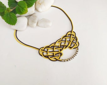Leather necklace with a yellow Celtic knot, customizable leather necklace, mustard necklace, gift necklace for a bohemian woman.