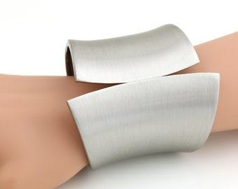 United Elegance Silver Tone Hinged Cuff Bangle Bracelet With Trendy Brushed Finish