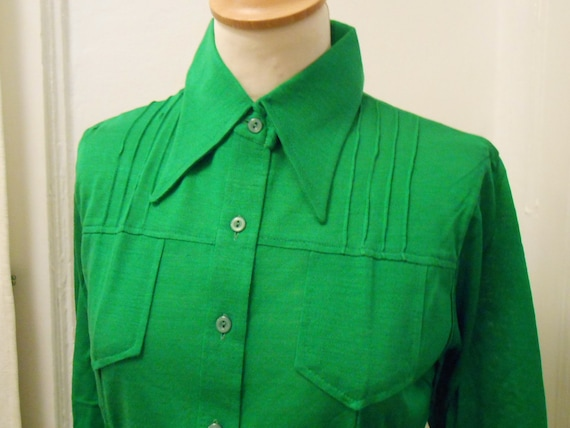 Wow!! Great Green ladies Blouse 70s