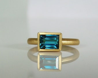 Blue tourmaline ring made of 900 gold, recycled, indigolite, tourmaline ring, baguette, width 57, width 18, unique piece, Christiane Wendt