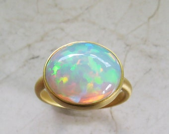 Opal ring made of 900 and 750 gold, recycled, Welo, oval, width 55 width 17,5, single piece, cabochon, colorful flashes, Christiane Wendt
