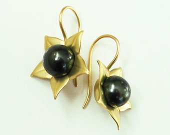 """Earrings """"Belladonna"""", toll cherry, 750 gold recycled, black Tahitian pearls, magic plant, medicinal plant, gold earrings by Christiane Wendt"""