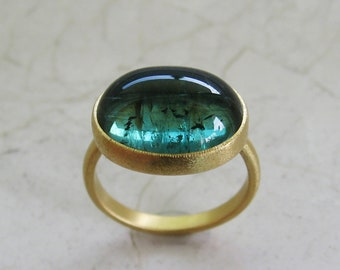 Green turquoise tourmason ring made of 900 and 750 gold, oval cabochon, width 57-58, unique piece by Christiane Wendt