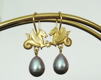 Dragon earrings made of 750 gold with pearls, recycled gold, pearl drops, earrings, winged dragon, Romanesque, fantasy, Christiane Wendt