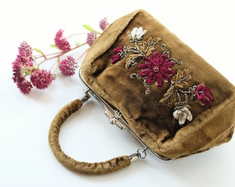 Rare Edwardian to 1910s Olive Green Velvet Purse with Beaded and Chenille Flowers, Antique 1900s Forestcore Small Gladstone Floral Handbag