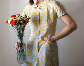 Vintage Late 1930s to 1940s Floral Cotton Shirtwaist Day or Tea Dress, Short Sleeves, Zip Front, Pockets, Spring Summer Flowers, Cottagecore