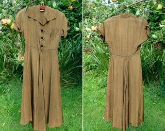 Vintage 1940s Olive Green Taffeta Shirtwaist Day or Tea Dress, Short Sleeves, Heart Pocket and Lightning Zip, Forestcore Cottagecore Size XS