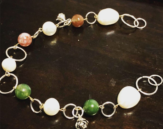 Freshwater Pearls and Jade beads, silver and alloy handmade bracelet.
