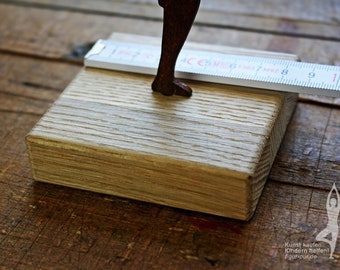 Small oak pedestal for among figurines by FIGUR-PUR