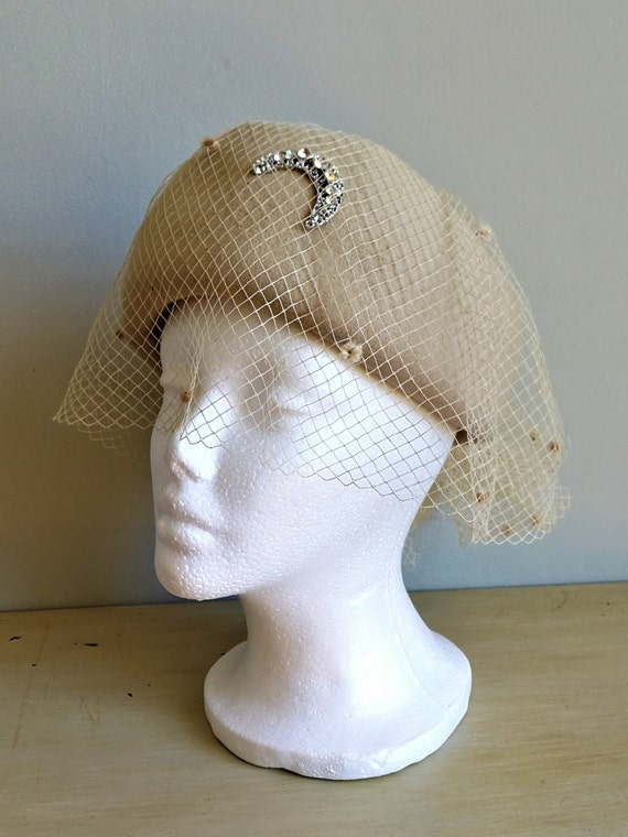 EATON Vintage 50s beige wool felt pillbox veil ha… - image 3