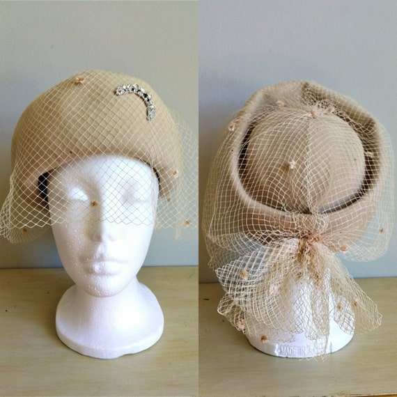EATON Vintage 50s beige wool felt pillbox veil ha… - image 1
