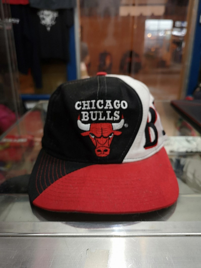 e5699cff675 Vintage 90s Drew Pearson NBA Chicago Bulls Snapback Cap Hat