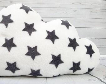 Flauschiges Wolkekissen mit Sternen