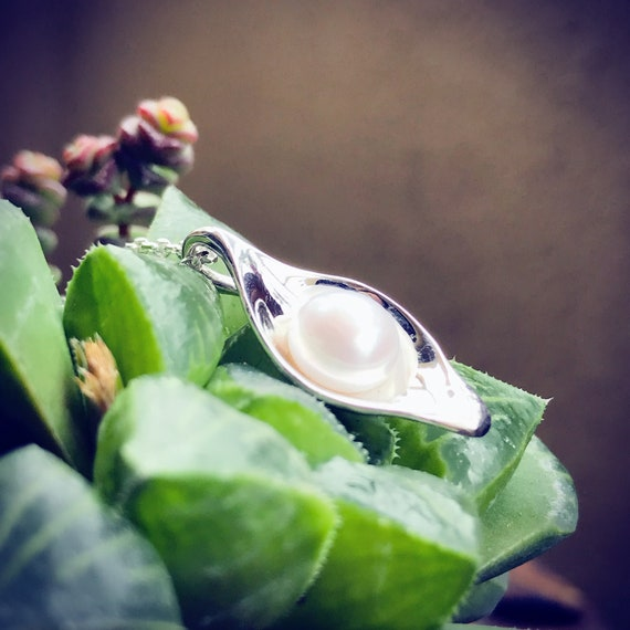 Dew Pearl Pendant Sterling Silver organic flower leaves sterling silver jewelry earth lover pearl green water dew morning
